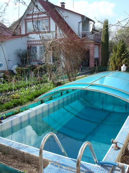 Баня на дровах в Киеве фото открытого бассейна в саду